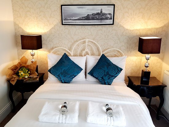 Grand Pier Guest House: En-suite superior double room with sea view