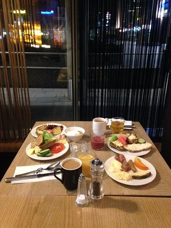 GLO Hotel Sello: Good breakfast