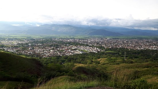 Buga, كولومبيا: View of Buga and the valley