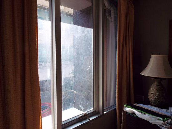Bangkok City Suite: Room windows