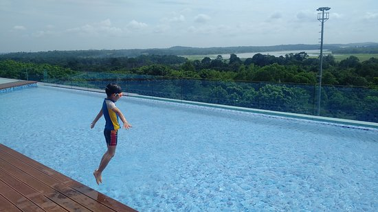 Infinite Swimming Pool - Picture of Best Western Premier Panbil ...
