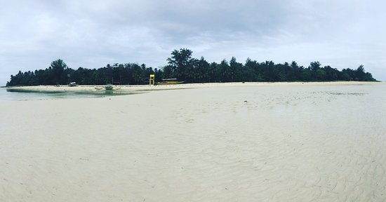 Mauban, Philippines: Cagbalete Island on low tide.