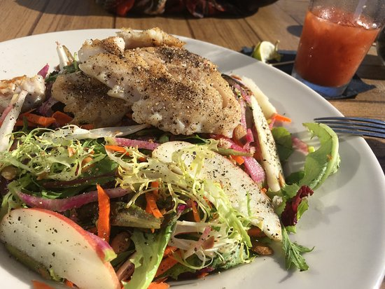 Flow Restaurant and Lounge: Mixed Green Salad with Rock Cod