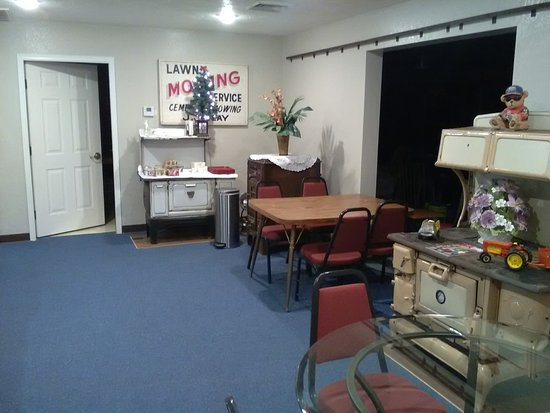 Humansville, MO: Original Lobby, Tables have been moved into ajoining room, through the big opening in the pictur