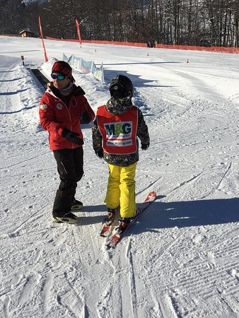 Skischule Kitzbühel Rote Teufel: We had too much fun! My son he had improve its ski experience alot! There are lots of trainer! K
