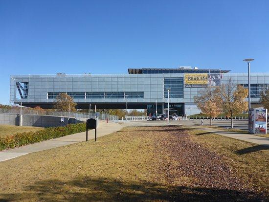William J. Clinton Presidential Library: Striking Building Design