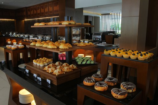 Breakfast Picture Of Golden Tulip Jineng Resort Kuta Tripadvisor