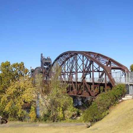 Riverfront Park: Pedestrian Bridge