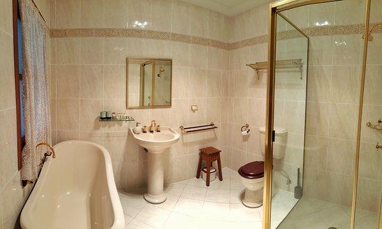 Kanimbla, Australia: Illowra House Principal Bathroom