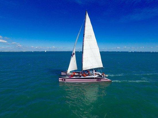 Baden, Frankrig: Lui et Moi catamaran 18 mètres