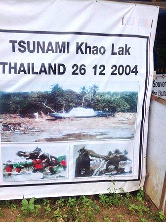 Police Boat T 813 - Bild från International Tsunami Museum, Khao Lak - TripAd...