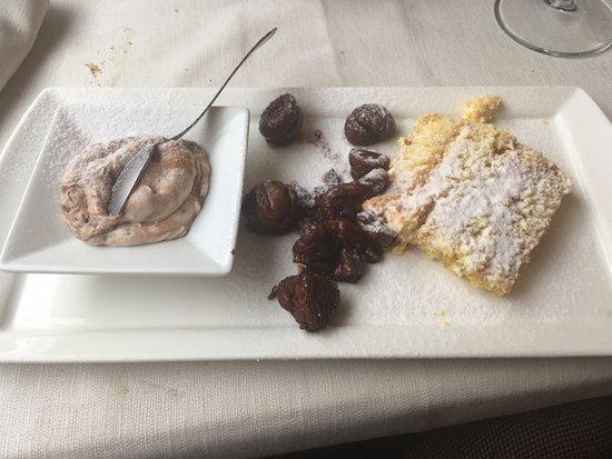 Gambasca, Italien: mousse di Nutella, mascarpone e Waffer - marron glaces - torta della casa