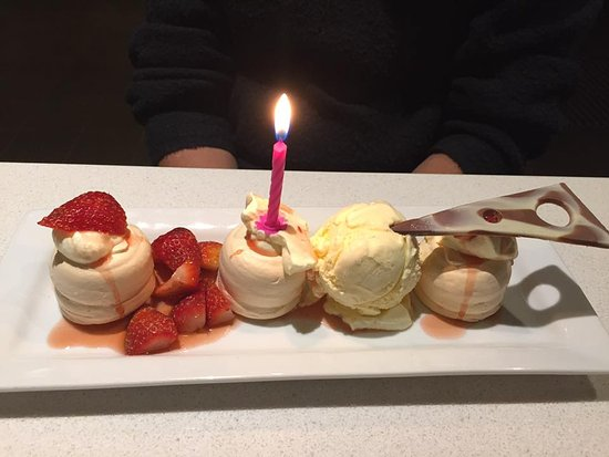 Nikau Restaurant: This the pavlova desert. The kindly placed the candle in there as it was my Mums birthday.