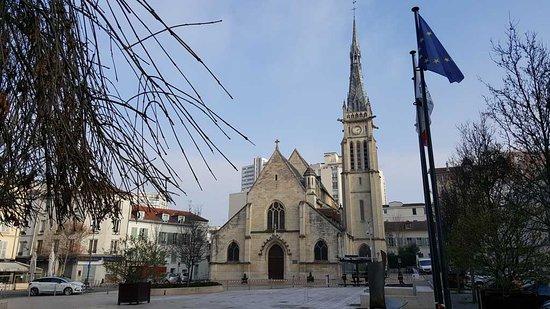 Vanves, Francia: Eglise-Saint-Remy-2_large.jpg