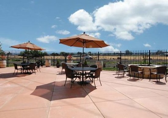 Comfort Inn & Suites Walla Walla: Enjoy time with your family or a glass of wine on our patio.