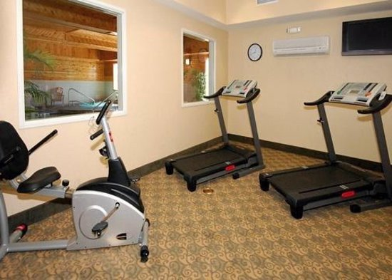 Comfort Inn & Suites Walla Walla: Work off your stress in our fitness room. Free weights are also available.