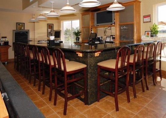 Comfort Inn & Suites Walla Walla: Relax in our lounge.