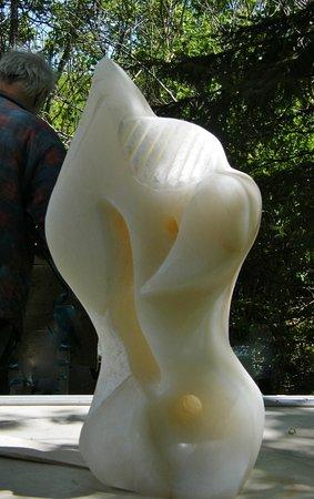 Cap-Saint-Ignace, Canada: Élan de tendresse - albâtre d'Italie translucide aux dimensions suivantes: 25¨H x 14¨L x 10¨P