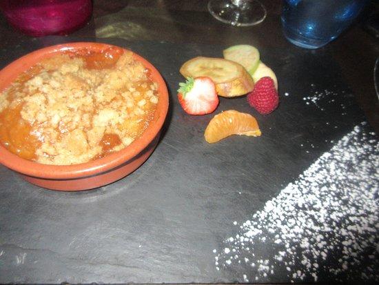 Le Goulet, France: crumble aux pommes
