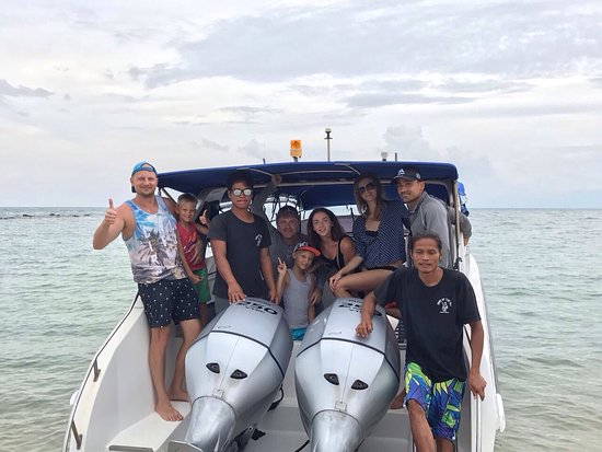 Bophut, Thailand: We took a private tour to marine park on a speed boat with Damien and his team. It was a great m
