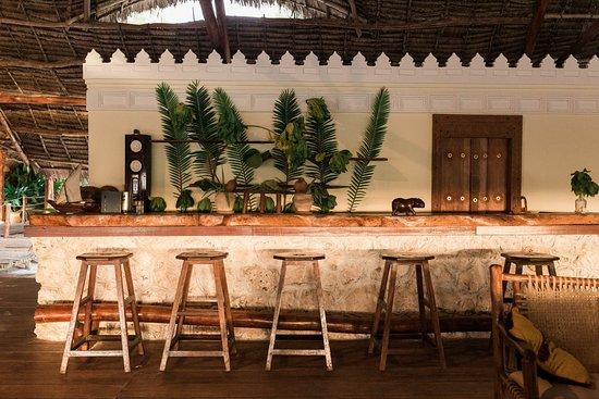 Hakuna Majiwe Beach Lodge: Tradewinds Bar & Restaurant