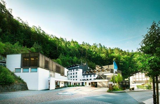 Zugbrücke Grenzau: Hotelaußenansicht