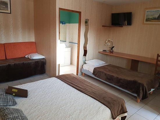 Hotel la Haie des Vignes : chambre familialle pour 3 ou 4 personnes