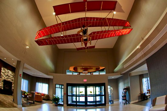 """Hammondsport, Nowy Jork: The """"Red Wing""""and Ben Reno boat are showcased in our lobby."""