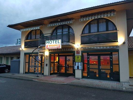 Hotel la Haie des Vignes : facade