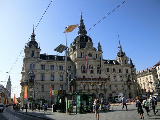 Rathaus : 市庁舎