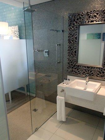 โรงแรมโปรที มอสเซล เบย์: Stylish bathroom