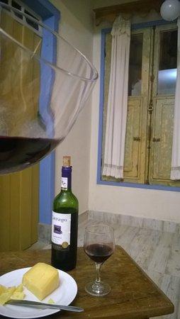 Pousada Tematica Arraial Velho: Um vinho e um queijo para comemorar!
