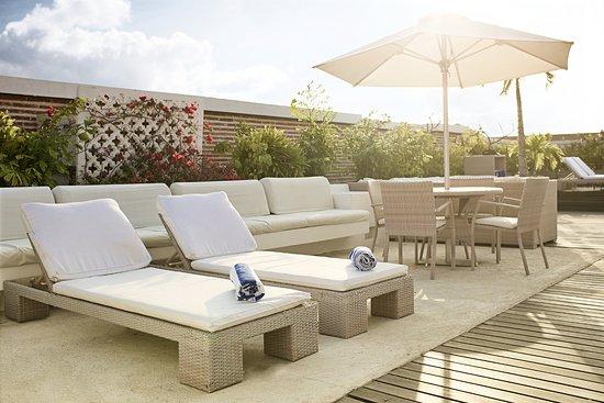 Casablanca Belle & Boutique: Terraza con piscina