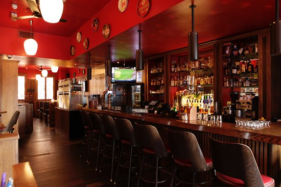 Bodean's BBQ - Tower Hill: Bourbon, bourbon, and more bourbon!
