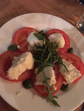La Favorita Restaurant Leith Walk: Caprese Salad (super yummy and fresh)
