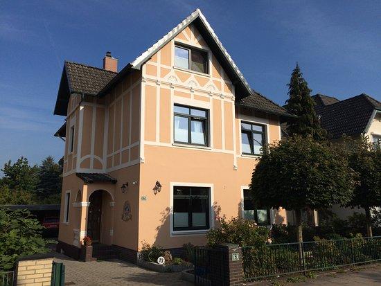 Wedel, Deutschland: Das Pier 13 in einer Stadtvilla von 1908, liebevoll renoviert in 2010 + 2015