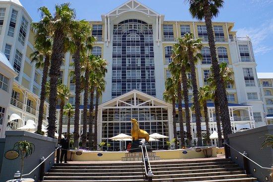 ذا تابل باي هوتل: View from the back of the hotel