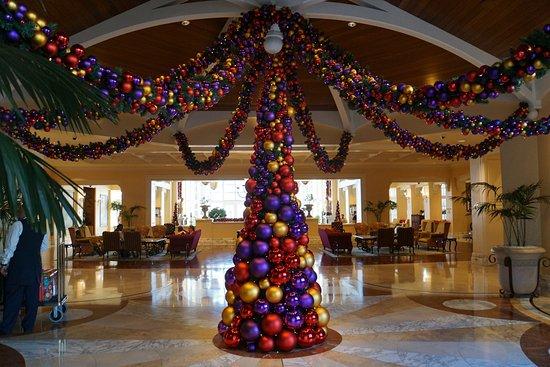 ذا تابل باي هوتل: Decorated for the holidays