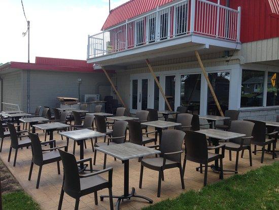 Restaurant le Montagnais: Notre terrasse vue sur le fleuve