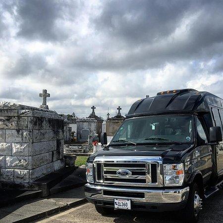 Новый Орлеан, Луизиана: We offer sedans, SUV's, and our signature executive shuttle.