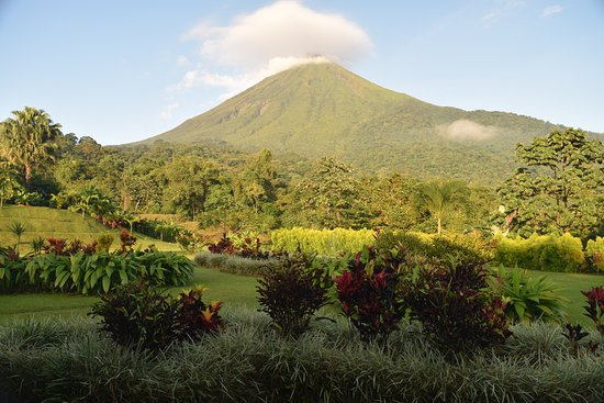 Hotel Lomas del Volcan: Arenal Volcano from the hotel restaurant.