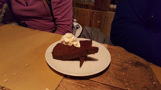 Birrificio Livigno: torta al cioccolato con gelato