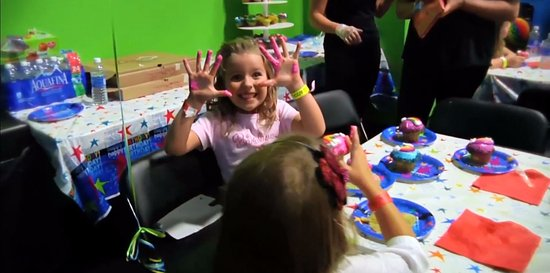 Valley Cottage, Estado de Nueva York: Birthdays are awesome at Bounce!