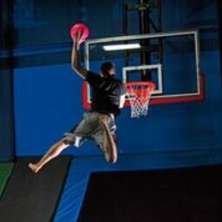Valley Cottage, Estado de Nueva York: Slam dunk a basketball like a pro at Bounce!