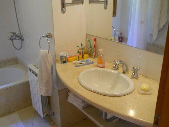 """Cabanas Cumelen: El baño de la cabaña """"Bella Vista"""""""