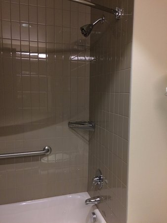 Lebanon, OR: Shower and tub combo.