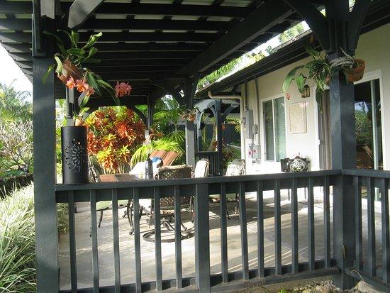 Island Goode's: Hilo Bay Room Lanai