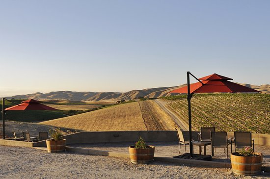 San Miguel, CA: Picnic tables and patios with sweeping views at Vino Vargas.
