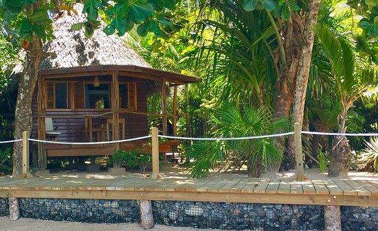 Casa Cayuco: View of Pelicano cabin from the beach