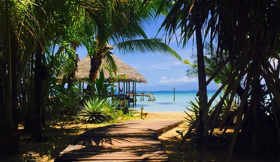 Casa Cayuco: Boardwalk to private beach and dock